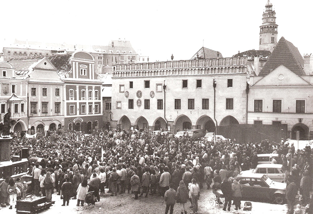 Main square_1989_one-hour general strike, November 27, 1989