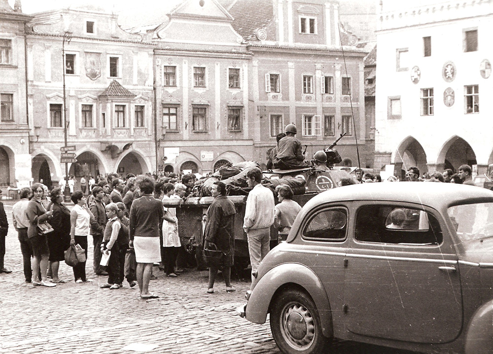 Main square_1968_arrival of Soviet armored vehicles Aug. 22, 1968 - 2